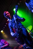 Gitarrist som leker på den elektriska gitarren royaltyfria foton