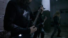 Gitarristen in der Wiederholung stock footage