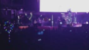 Gitarristen führen am Stadium während Felsen Fest, unscharfe Zeitlupe durch stock video