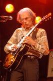 Gitarristen Steve Howe av jagruppen Royaltyfri Foto