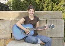 gitarristkvinna Royaltyfri Bild