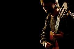 Gitarristmusiker på konserten royaltyfri bild