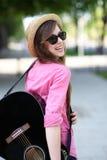 gitarrkvinnabarn arkivbilder