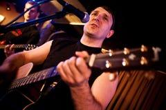 gitarrmusikerspelrum Fotografering för Bildbyråer