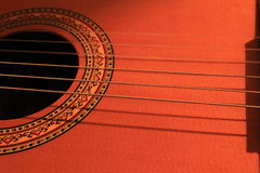 Gitarrrader på en ställning Arkivfoton