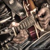 Gitarrspelare i hdr Arkivbilder
