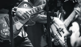 Gitarrspelare på en etapp Arkivfoton