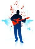 Gitarrspelare på världskartabakgrund Arkivfoto