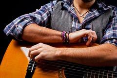 gitary akustycznej bawić się Zdjęcie Stock