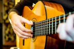 gitary akustycznej bawić się Obraz Royalty Free