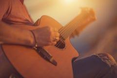 Gitary ballady Bawić się fotografia stock