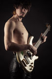 gitary basowej jego gry young Zdjęcie Stock