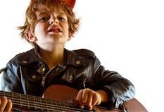 gitary dzieciaka bawić się Zdjęcia Royalty Free