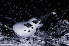 gitary elektrycznej woda Fotografia Royalty Free