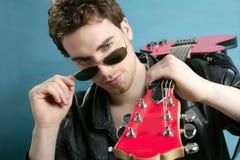 gitary kurtki skóry mężczyzna gwiazda rocka okulary przeciwsłoneczne Zdjęcie Royalty Free
