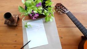Gitary muzyki notatki na stole Obraz Stock