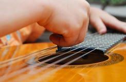 gitarzystów potomstwa Zdjęcia Royalty Free