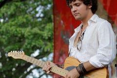 Gitarzysta na scenie Obrazy Stock