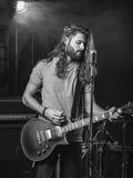 Gitarzysta na scenie Zdjęcia Stock