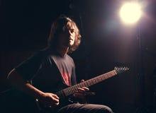 Gitarzysta sztuka na gitarze elektrycznej Fotografia Royalty Free