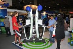 GITEX 2009 - Enfants jouant Xbox 360 neuf Images stock