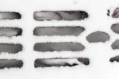 Gitter unter dem Schnee Lizenzfreie Stockfotografie