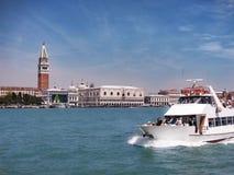 Giudecca-Kanalfahrt, Venedig, Italien stockbild