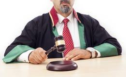 Giudice che batte martelletto Fotografie Stock