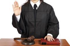 Giudice femminile che cattura giuramento Immagini Stock Libere da Diritti