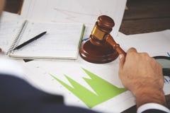 Giudice sul grafico fotografie stock libere da diritti