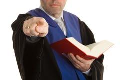 Giudici con il codice e la giustizia Immagini Stock Libere da Diritti