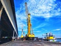 10 giugno 2018 - gru portuale che funziona al porto di BMT, Thaliand Fotografia Stock Libera da Diritti