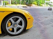 12 giugno 2011, Kiev - l'Ucraina Porsche Carrera giallo GT nel centro di Kiev fotografia stock