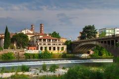 11 giugno 2016 L'Italia - fiume Brenta e degli Alpin di Ponte del ponte Immagini Stock