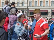 14 giugno 2018 La Russia, Mosca, la FIFA, tifosi ha un resto al quadrato rosso, contro lo sfondo di un quadrato di Manezhnaya immagine stock