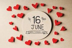 16 giugno messaggio felice di giorno di padri con i piccoli cuori immagine stock