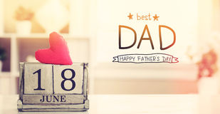 18 giugno migliore messaggio del papà con il calendario Immagini Stock