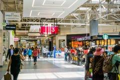 5 giugno 2018 Milpitas/CA/U.S.A. - la gente che compera al grande centro commerciale, area di San Francisco Bay fotografia stock libera da diritti