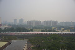 21 giugno 2013, Singapore, foschia sopra Singapore residenziale Fotografia Stock