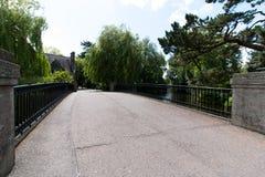 6 giugno 2017, sughero, Irlanda - getti un ponte sulla conduzione a Cork College University Fotografie Stock