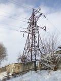Giungla urbana nell'inverno, linee elettriche immagini stock libere da diritti