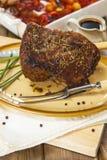 Giunto dell'arrosto di manzo con le verdure dell'arrosto Fotografie Stock