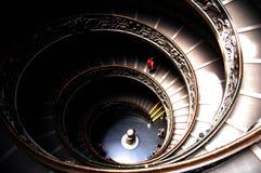 Giuseppe Momo ha progettato la scala a chiocciola all'interno dei musei del Vaticano Fotografia Stock