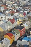 Giustapposto ed i colori contrastanti fanno una vista aerea di spectacular di Reykjavik Fotografie Stock