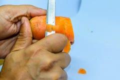 Giusti o modi sbagliati tenere coltello da cucina fotografia stock