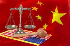 Giustizia americana e cinese Immagini Stock Libere da Diritti
