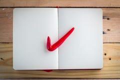 Giusto simbolo del segno con su carta Immagine Stock