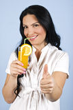 giving healthy thumbs up woman royaltyfria foton