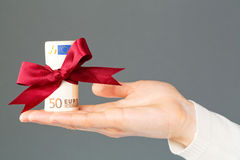 Giving money as a gift Royalty Free Stock Images