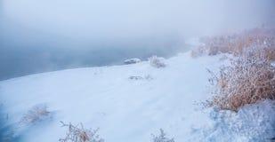 Givre le fleuve Songhua de brouillard dense de scène de neige Images libres de droits
